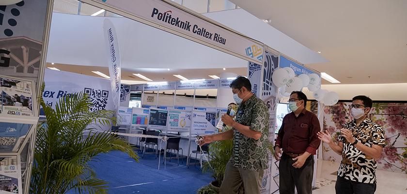Gambar Banyak Keuntungannya, Kini Ujian Masuk Politeknik Caltex Riau Dapat Dilakukan di Mall SKA