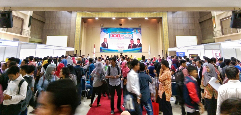 Gambar Politeknik Caltex Riau dan Disnaker Kota Pekanbaru Gelar Pekanbaru Job Fair 2017