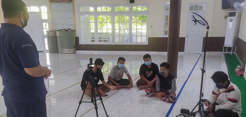 Gambar Dosen PCR Berikan Workshop Video Editing dan Broadcasting serta Pelatihan Panahan Tingkat Dasar Program Kementerian RISTEK/BRIN kepada Remaja Masjid Ash-Siddiq Pekanbaru