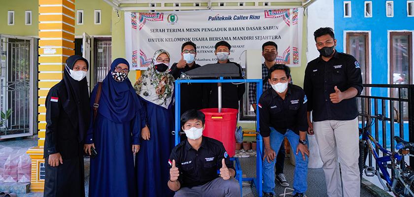 Gambar Dukung UMKM Naik Kelas, Mahasiswa PCR Buat Mesin Pengaduk Sabun untuk KUB Mandiri Sejahtera