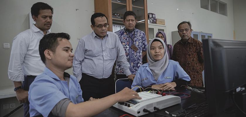 Gambar Executive Director Asian Development BANK Tinjau Perkembangan PCR Terkait Hibah PEDP
