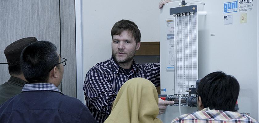Gambar Gelar Pelatihan Mesin Fluida, Teknik Mesin PCR menghadirkan Trainer dari Jerman