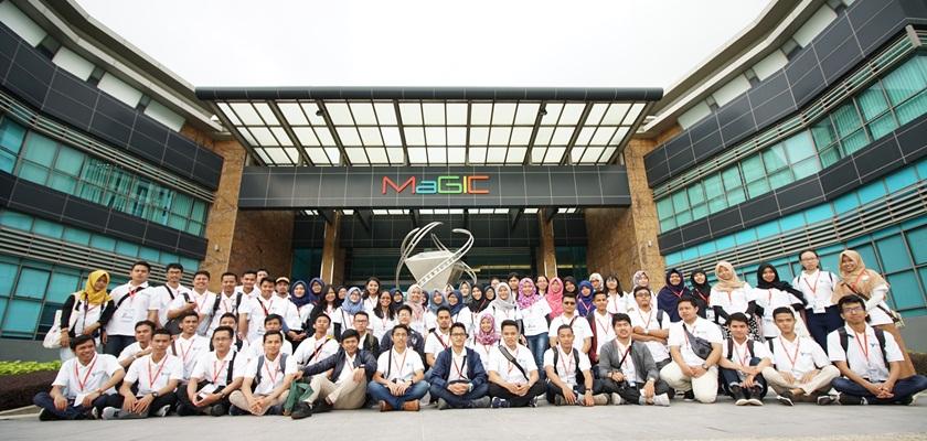 Gambar Mahasiswa PCR Raih Penghargaan di Youth Excursion Malaysia-Singapore 2017