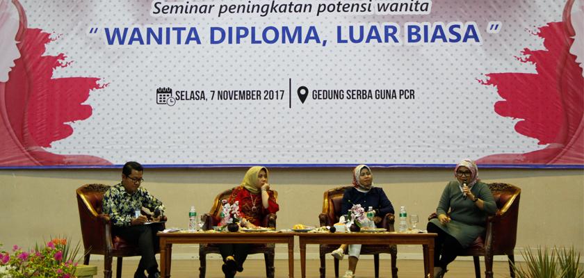 Gambar Memperkenalkan Potensi Wanita Lulusan Politeknik, PCR Adakan Seminar Wanita Bagi Siswi SMA/SMK Pekanbaru