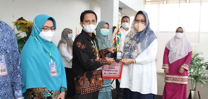 Gambar Nursalim, Pustakawan PCR Kembali Raih Prestasi Pada Ajang Pemilihan Pustakawan Berprestasi Tingkat Provinsi Riau