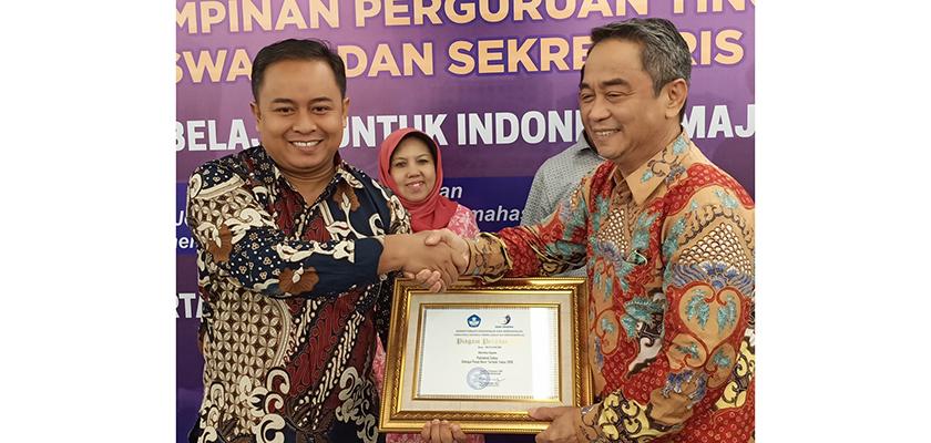 Gambar PCR Raih Anugerah Pusat Karir Terbaik 2019 dari Ditjen Belmawa Kemdikbud