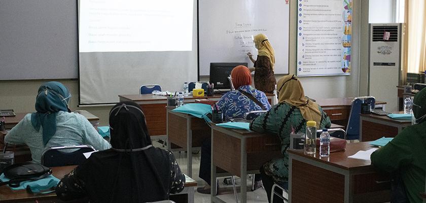 Gambar Program Hibah Ristek-Brin, Dosen PCR Gelar Pelatihan Keuangan Bagi Kelompok UKM Ibu-Ibu Kreatif Gerai Kembang Setaman Kec. Payung Sekaki Kota Pekanbaru