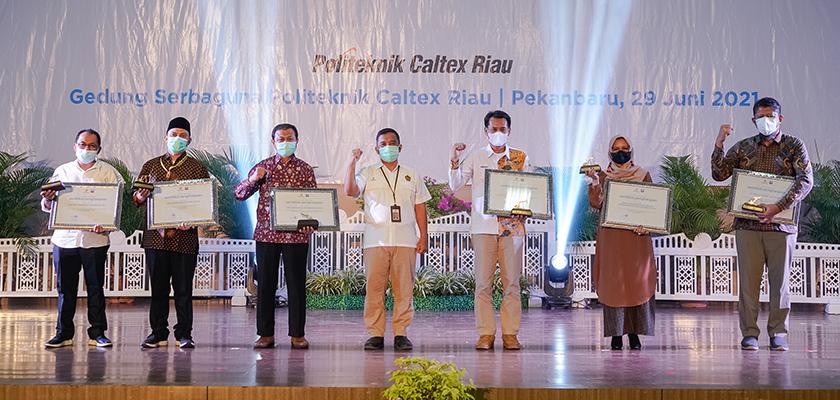 Gambar SKK Migas – PT.CPI Berikan Penghargaan kepada PCR