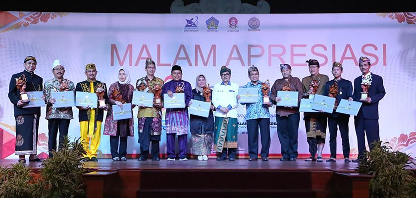 Gambar Satu-satunya dari Sumatera, PCR Raih Terbaik III Anugerah Widyapadhi Politeknik Sub Kategori Manajemen Inovasi pada Penghargaan IPTEK 2019 di Bali