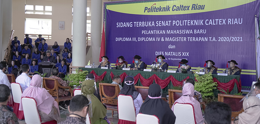 Gambar Secara Daring dan Luring, Senat Politeknik Caltex Riau Kukuhkan 670 Mahasiswa Baru 2020