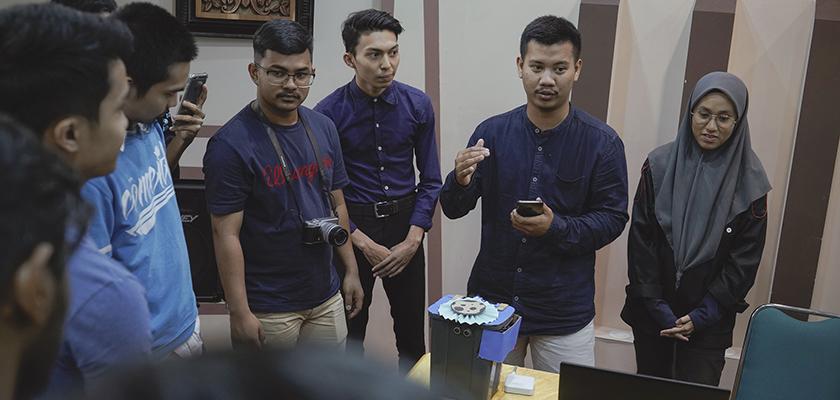 Gambar Selesaikan Projek Mini IoT, Mahasiswa PMJ Berkalaborasi dengan PCR dalam Kegiatan Mobility Student Exchange 2019