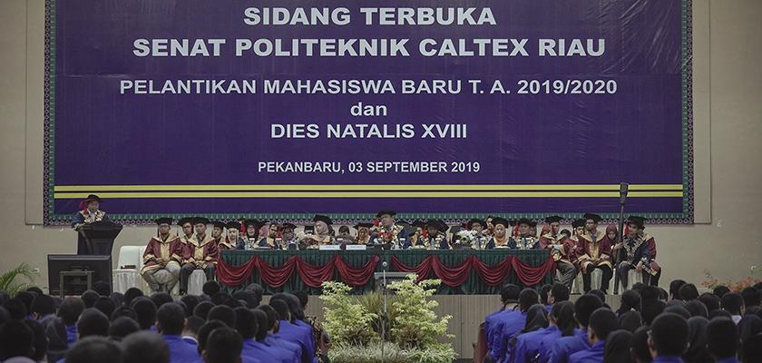 Gambar Senat Politeknik Caltex Riau Kukuhkan 589 Mahasiswa Baru 2019