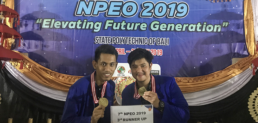 Gambar Tim Debat Bahasa Inggris PCR Meraih 3rd Runner Up pada NPEO 2019.