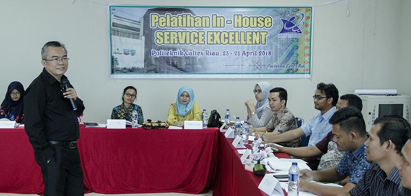 Gambar Tingkatkan Mutu Pelayanan, PCR Adakan In-House Training Service Excellent