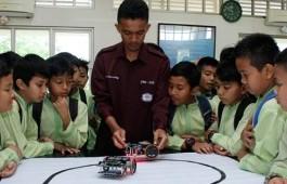 PCR Kenalkan Robotika kepada Siswa Sekolah Dasar