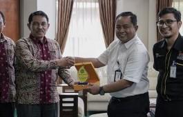 Studi Banding Lembaga Penelitian dan pengabdian Masyarakat, STIA Lancang Kuning Dumai Kunjungi PCR
