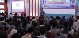 Gambar Kuliah Umum Entrepreneurship PCR, Rise Above Crowd