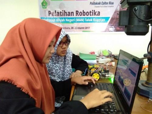 Peserta Pelatihan Robotika dari MAN 2 Taluk Kuantan